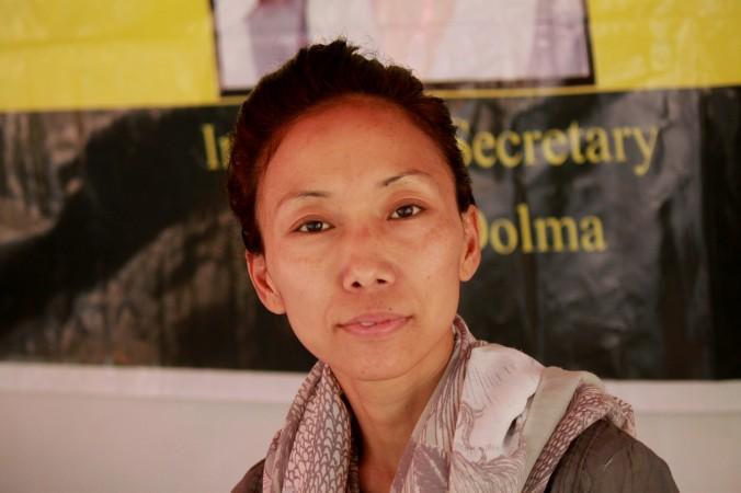 བོད་ཀྱི་གཞོན་ནུའི་དུས་ཚོད་ངེས་མེད་ཀྱི་ཟས་བཅད་ལས་འགུལ་བ་ཚེ་དབང་སྒྲོལ་མ་ལགས་སྨན་ཁང་དུ་ཁྲིད་འདུག - Voice of Tibet - Latest News on Tibet